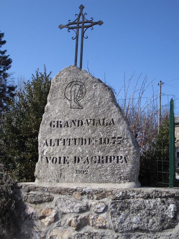 Croix en haut de Grandviala