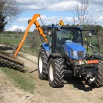 tracteur équipé pour le débroussaillage