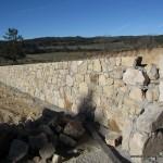 Mur du cimetière en cours de construction
