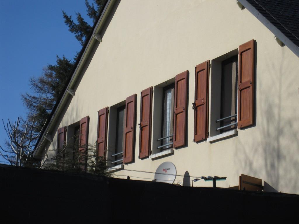 volets de l'ancienne école de Lasbros