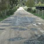 bouchage des trous dans les chemins ruraux de la Chaze de Peyre