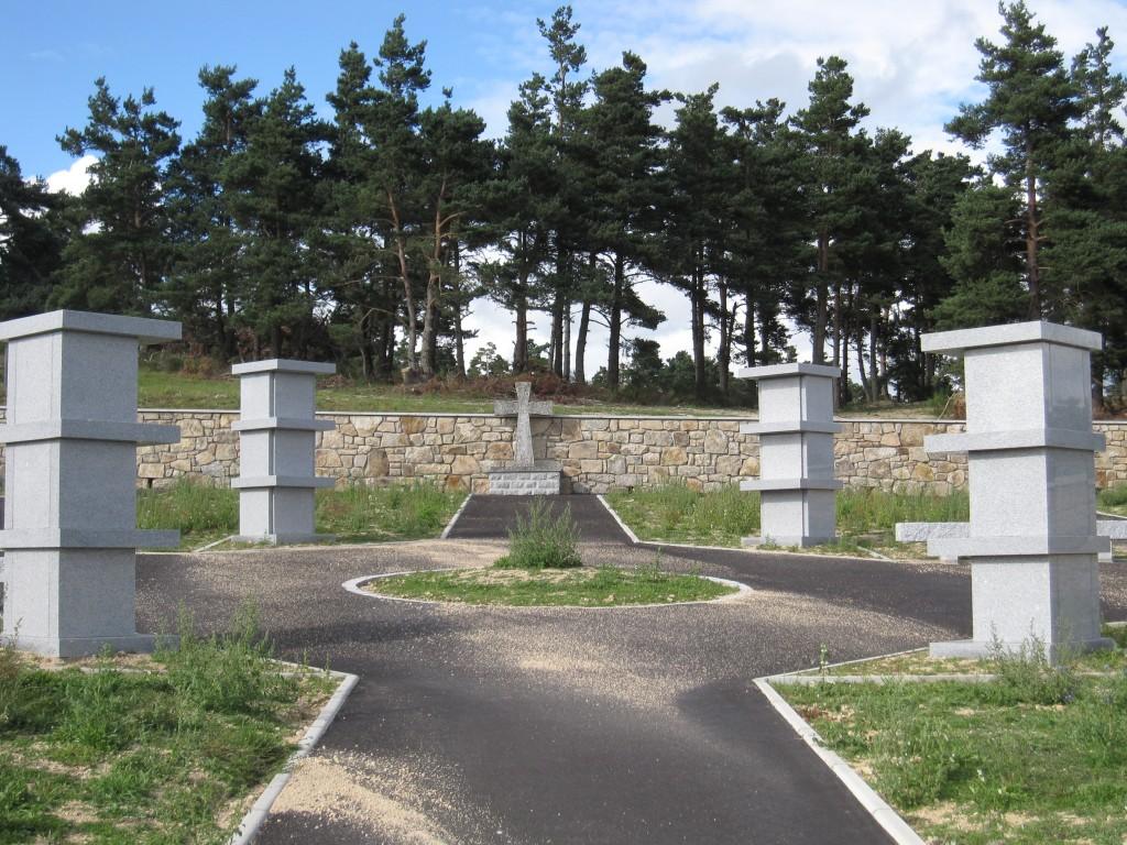 Vue sur la partie haute du cimetière en août 2014